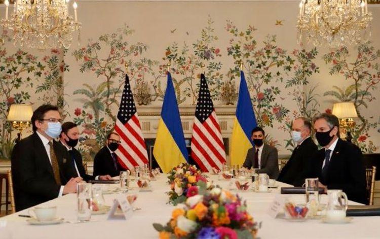 ABŞ Dövlət katibi Ukrayna XİN başçısı ilə görüşüb