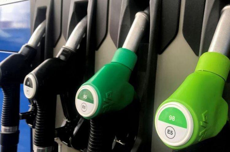 Oil rises on drawdown in U.S. oil stocks, OPEC demand outlook