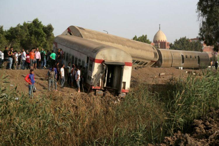 В Египте при сходе поезда с рельсов погибли 11 человек, 98 получили ранения - <span class=