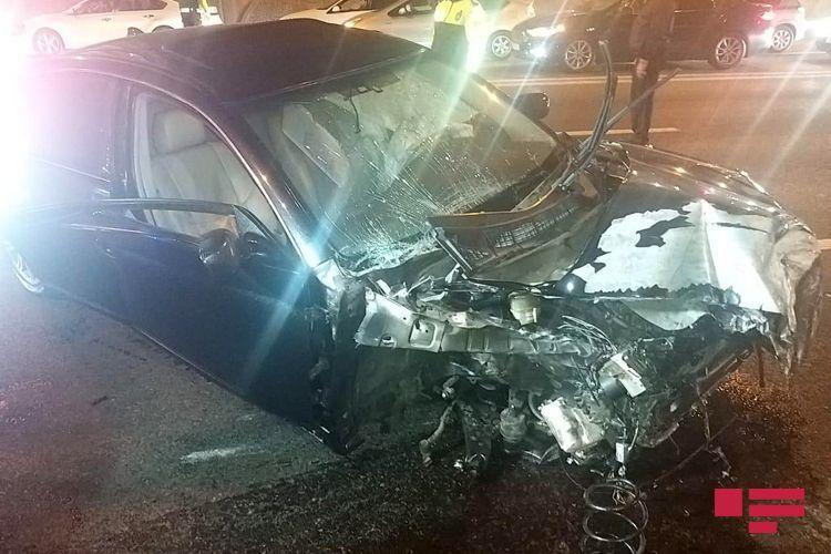 В Баку столкнулись 4 автомобиля, ранены три человека - <span class=