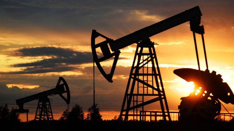 Bloomberg: сокращение запасов нефти может привести к росту ее стоимости до 74 долларов за баррель