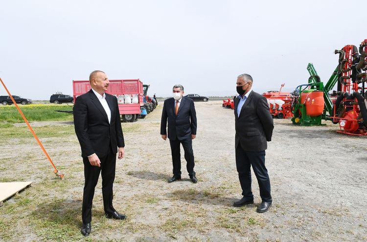 Prezident İlham Əliyev Hacıqabulda pambıq tarlasında səpin prosesini izləyib - <span class='red_color'>YENİLƏNİB</span>