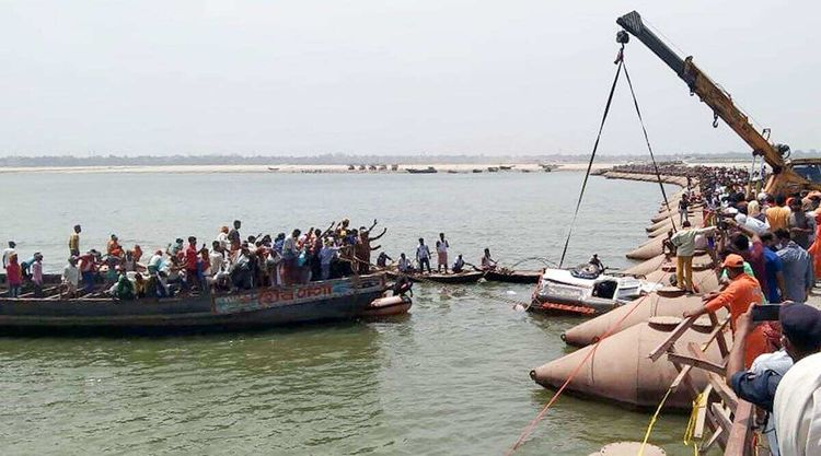 9 dead as vehicle falls into river in India