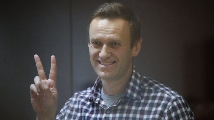 Navalny ends hunger strike in Russian jail