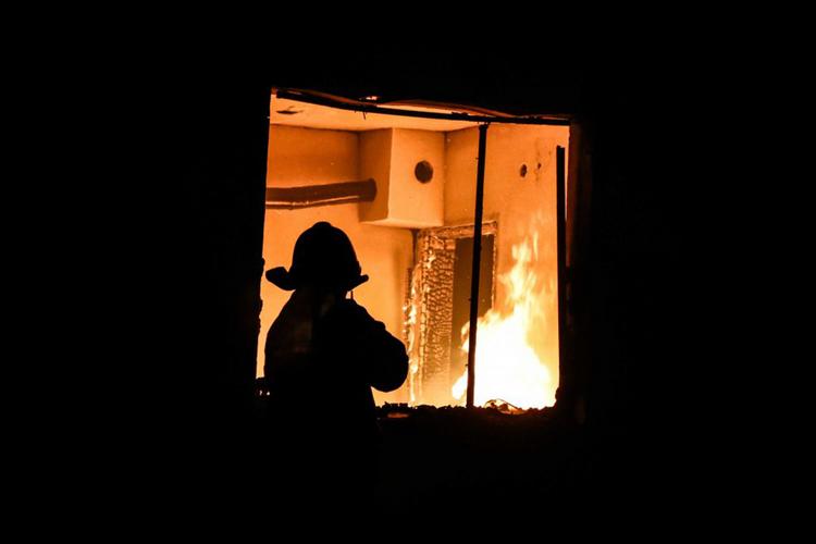 В Астаре сгорел 8-комнатный дом