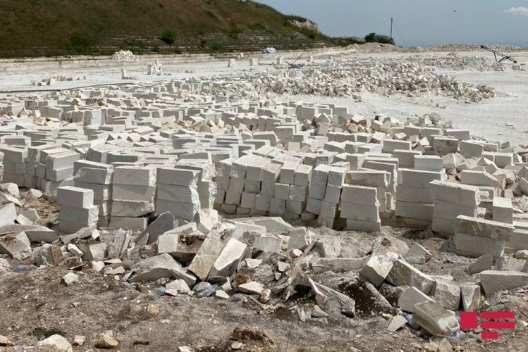 Журналисты осмотрели каменный карьер, который армяне эксплуатировали в Физули
