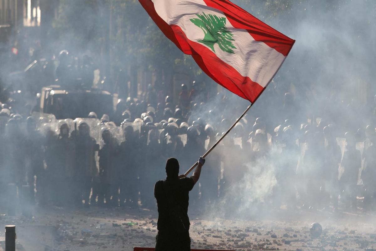 Четыре человека погибли при столкновениях на юге Бейрута - СМИ