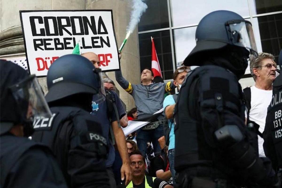 Almaniyada COVID-dissidentlərin aksiyasında 500-dən çox etirazçı saxlanılıb