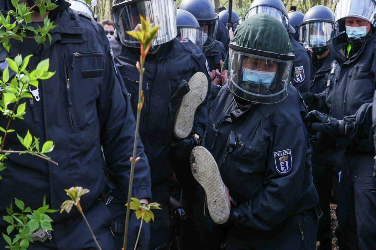 В Берлине на акции ковид-диссидентов пострадали более десяти полицейских
