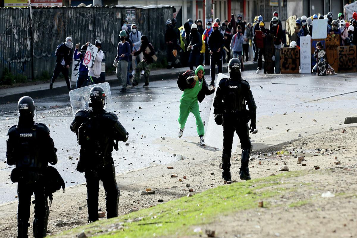 Колумбия разыскивает лидера повстанцев после покушения на президента