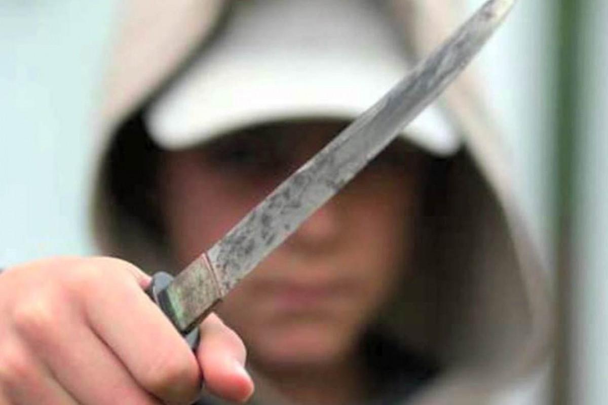 Bakıda dava zamanı gənc oğlan bıçaqlanıb