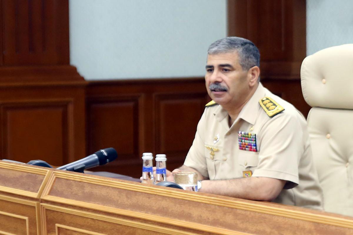 Министр обороны провел служебное совещание