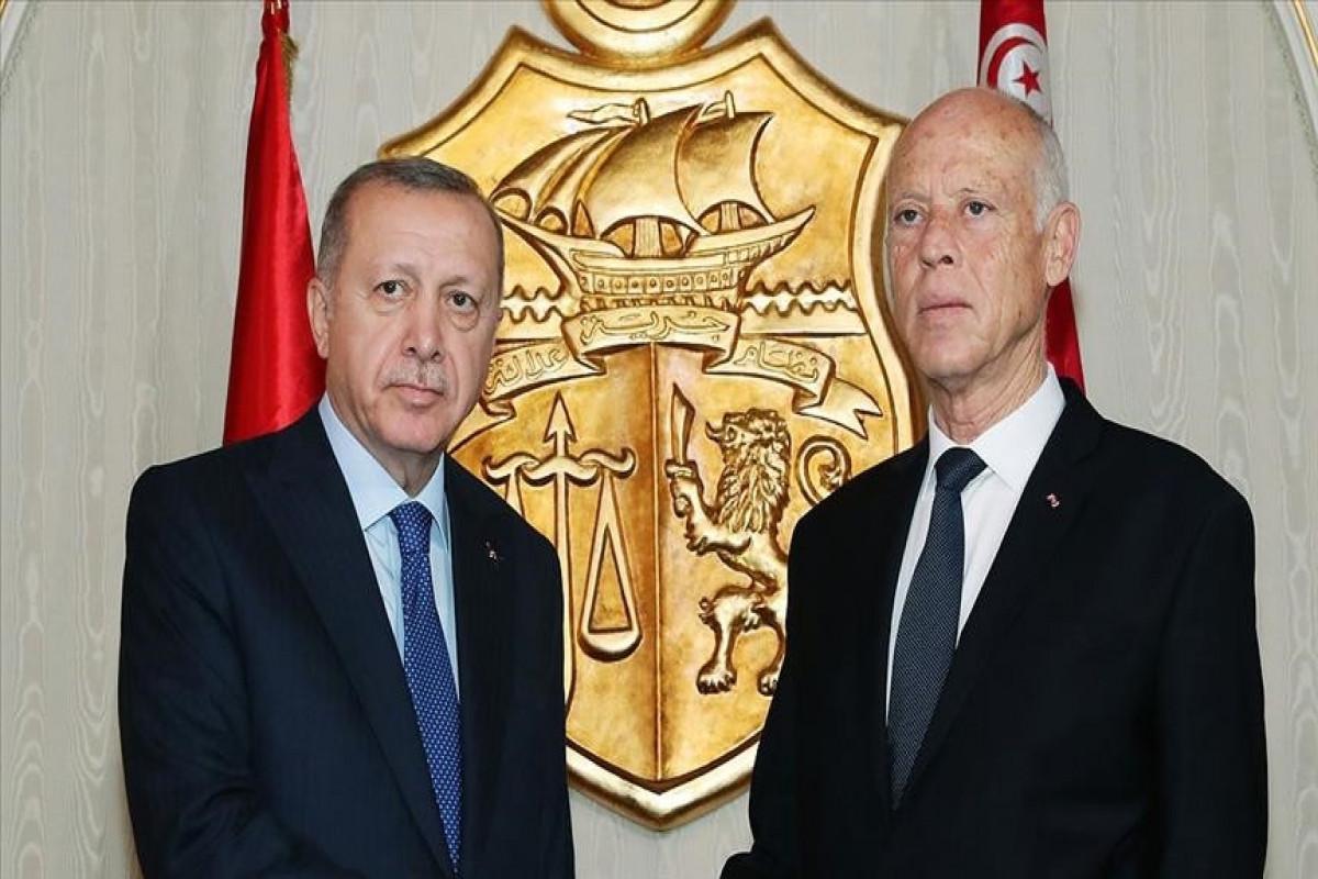 Turkish, Tunisian presidents talk democracy, stability over phone