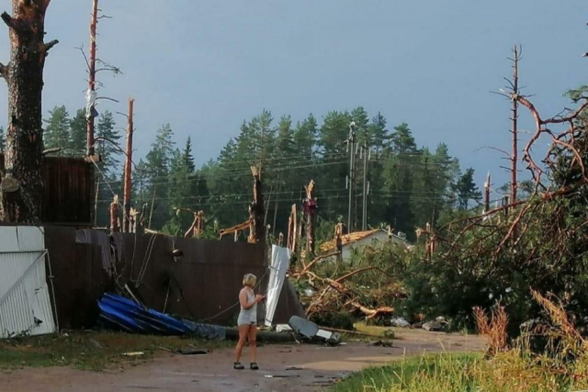 """В результате урагана в России три человека погибли и восемь пострадали-<span class=""""red_color"""">ВИДЕО"""