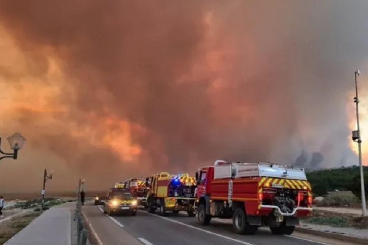 """Азербайджанские пожарные продолжают борьбу с пожарами в Турции-<span class=""""red_color"""">ВИДЕО"""