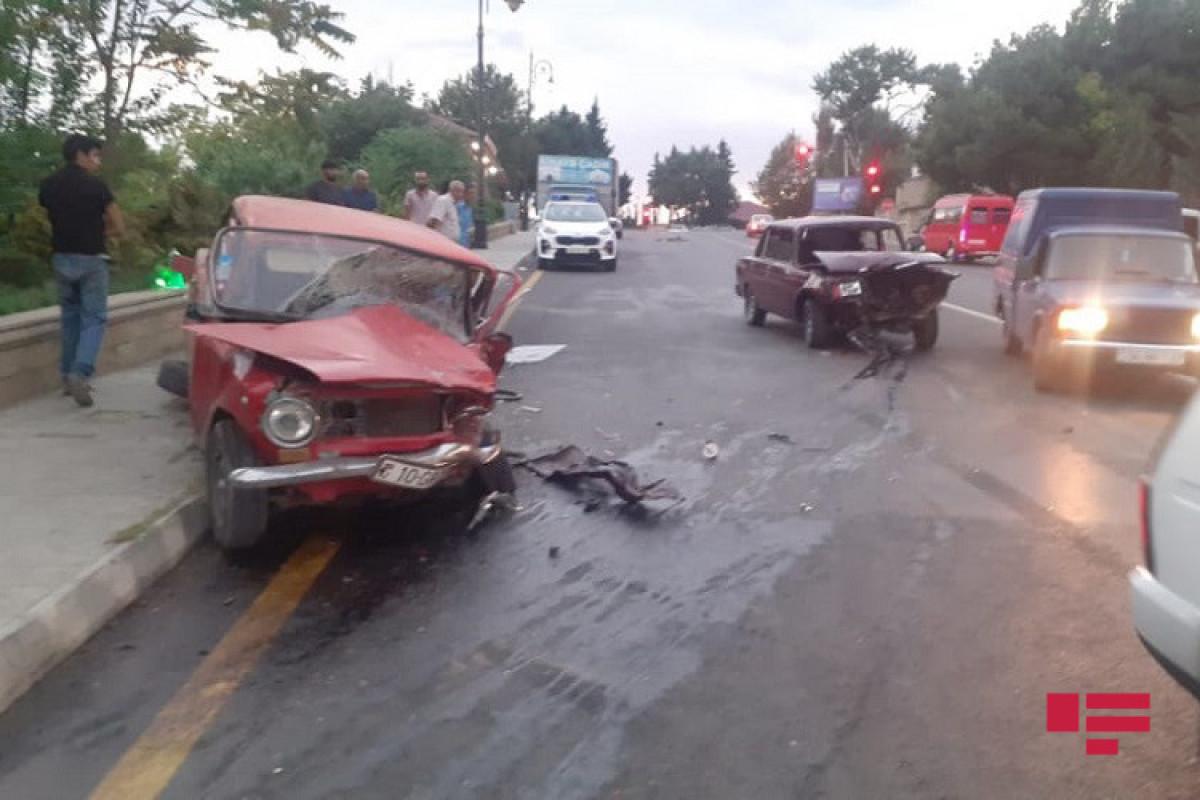 """Şamaxıda 2 avtomobil toqquşub, yaralılar var - <span class=""""red_color"""">FOTO"""