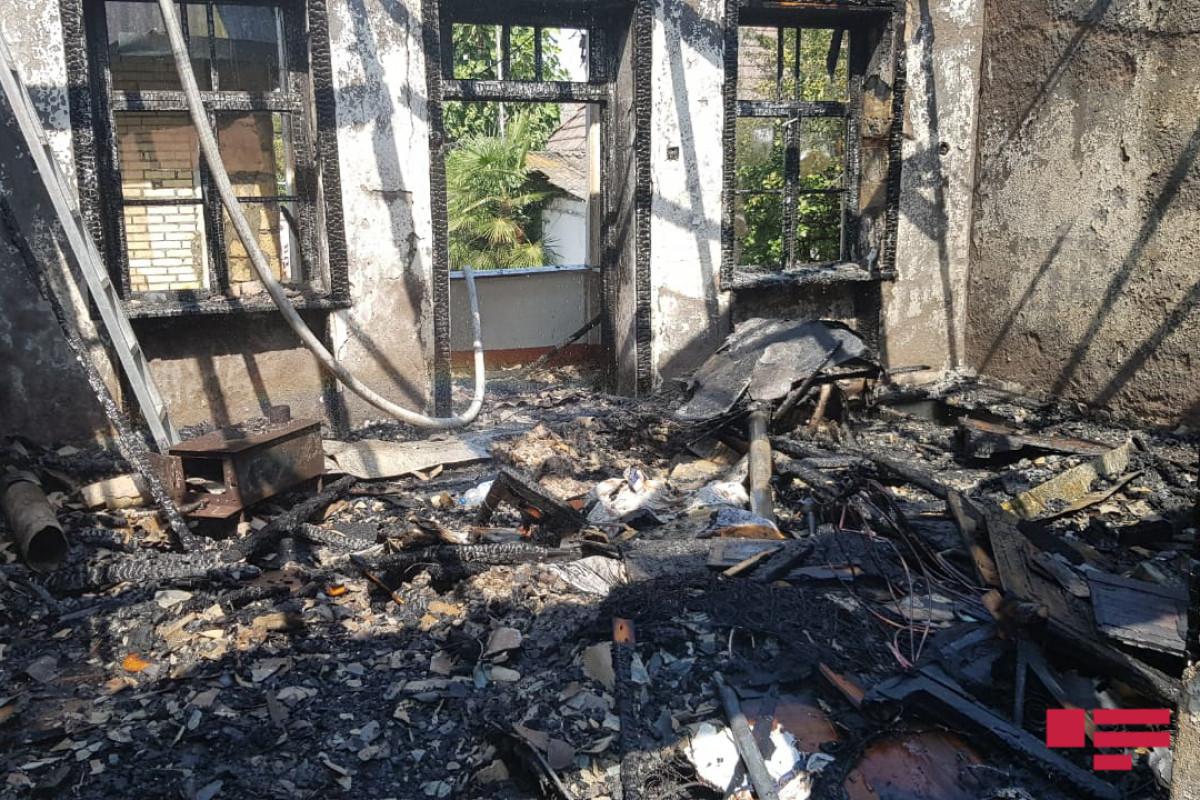 Qusarda ev yanıb