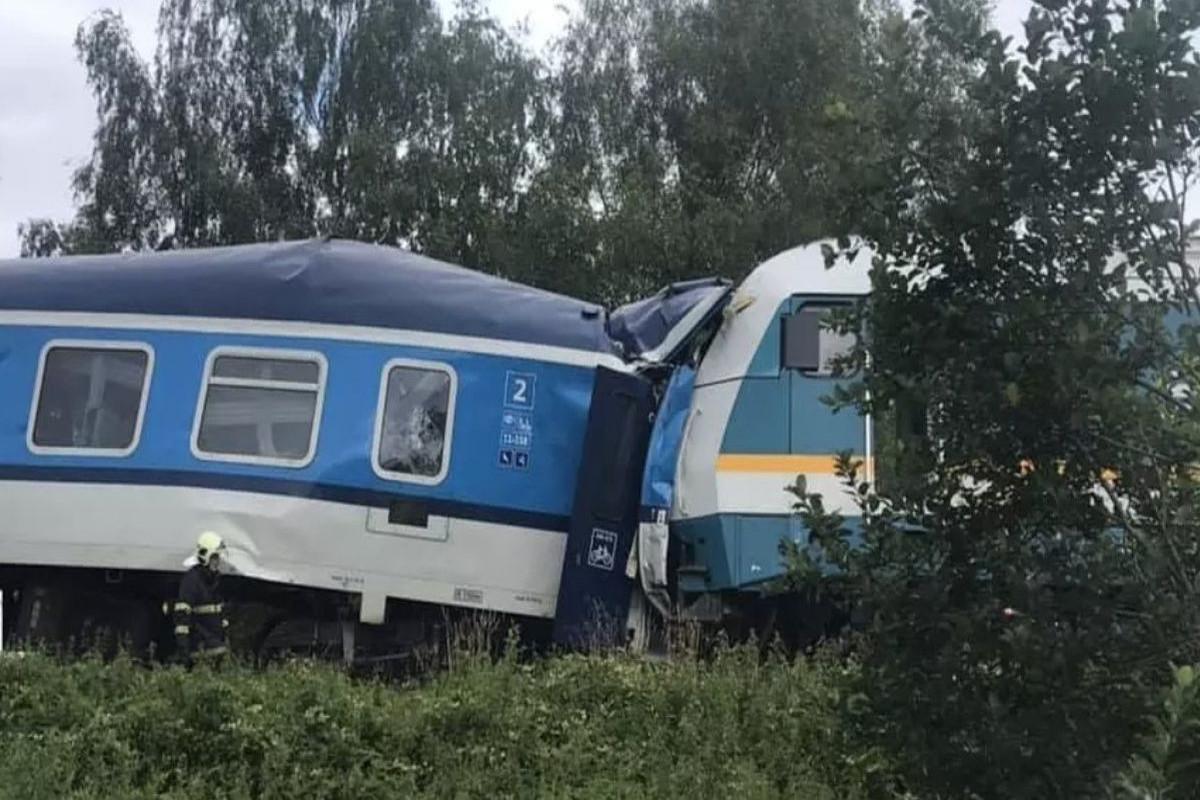 Train crash in Czech Republic leaves 2 dead, dozens injured