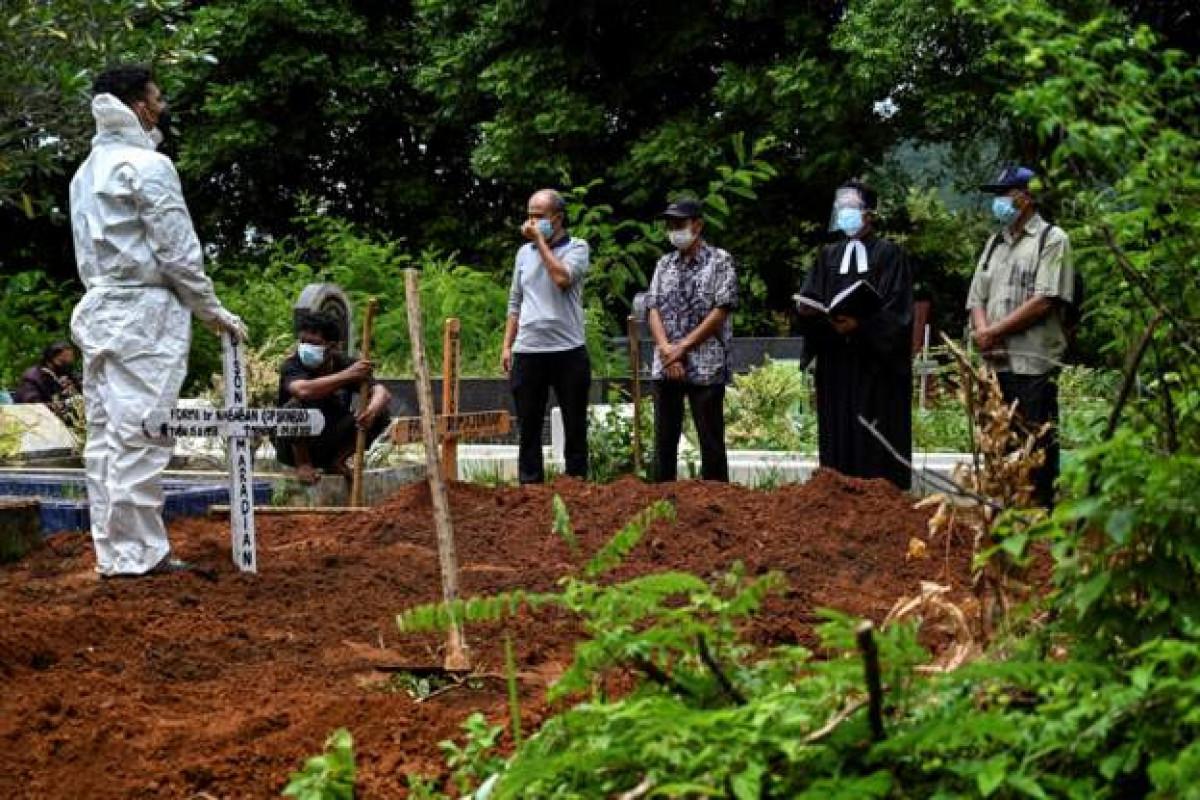 Indonesia COVID-19 death tolls passes 100,000