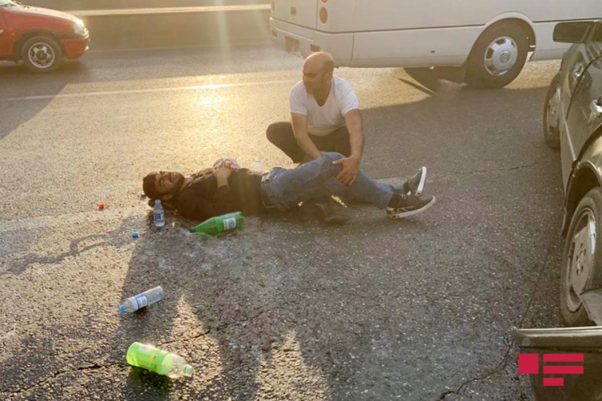 """Bakıda yol qəzası baş verib, 3 nəfər yaralanıb - <span class=""""red_color"""">FOTO"""