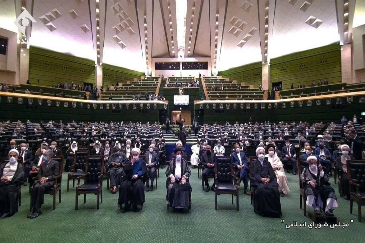 İranın yeni seçilmiş prezidentinin andiçmə mərasimi keçirilir