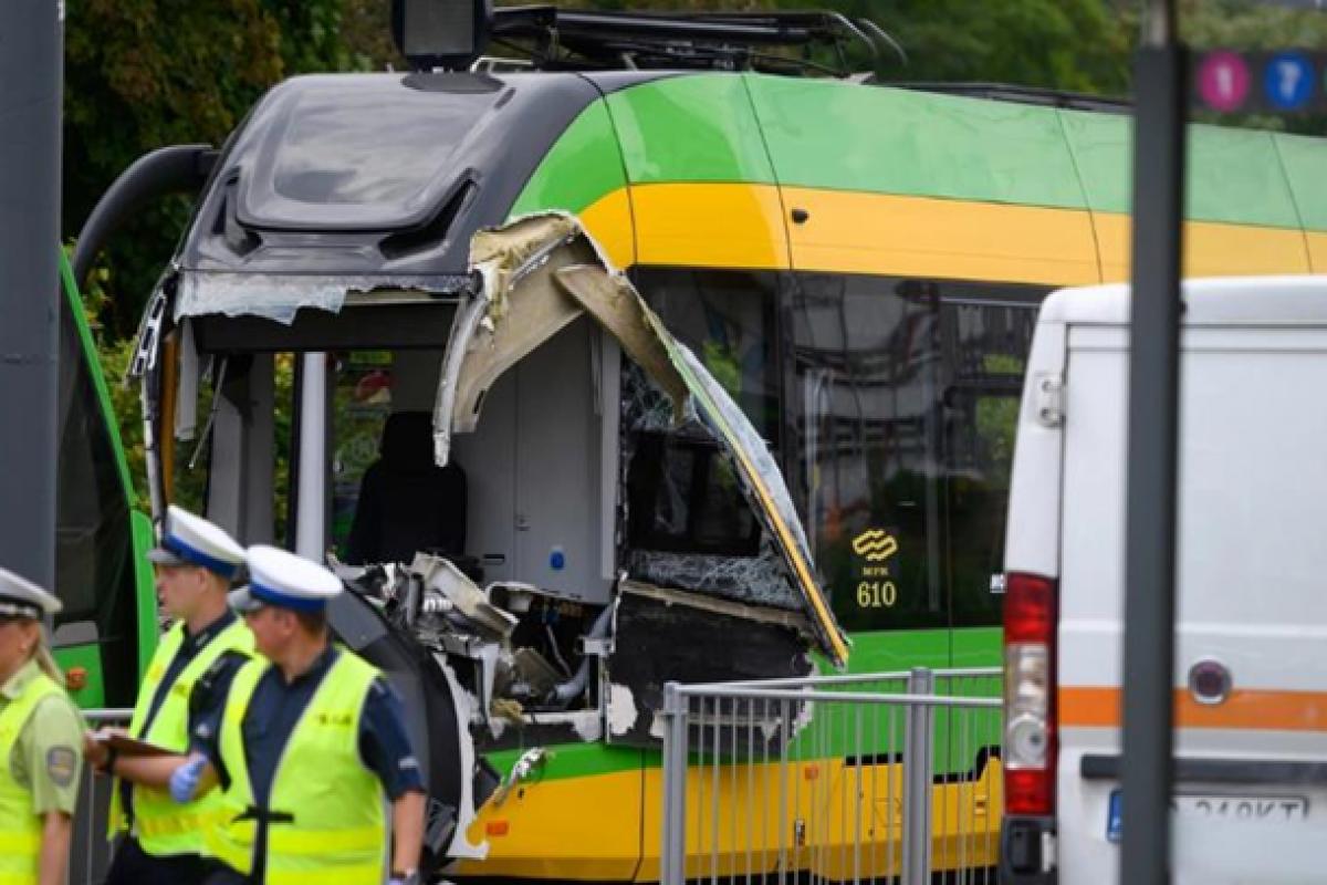 При столкновении трамваев в Польше пострадали более 30 человек