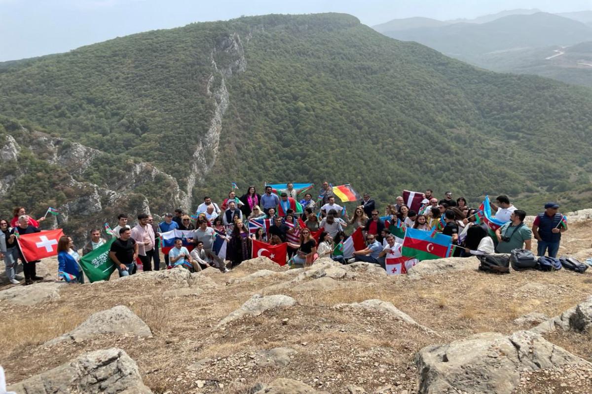 Azərbaycan diaspor nümayəndələriŞuşadadır