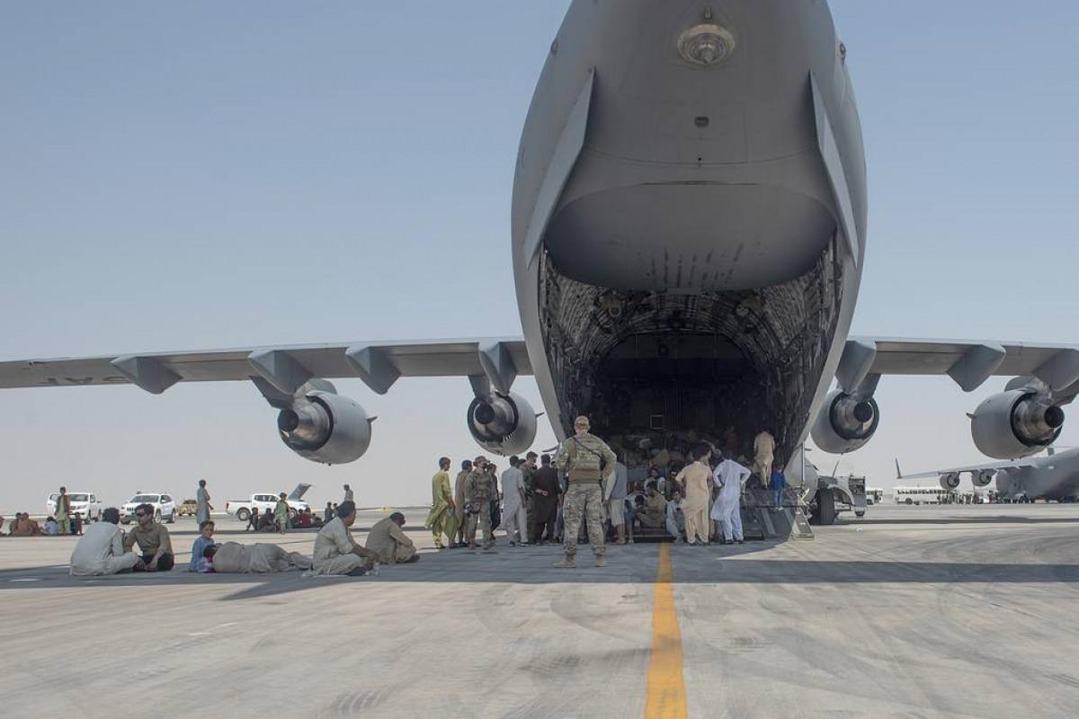 Около 12 тыс. человек покинули Афганистан с момента вступления талибов в Кабул