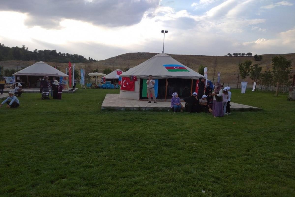 В Турции в связи с юбилеем победы в Малазгирте установлен шатер, посвященный Азербайджану-ФОТО