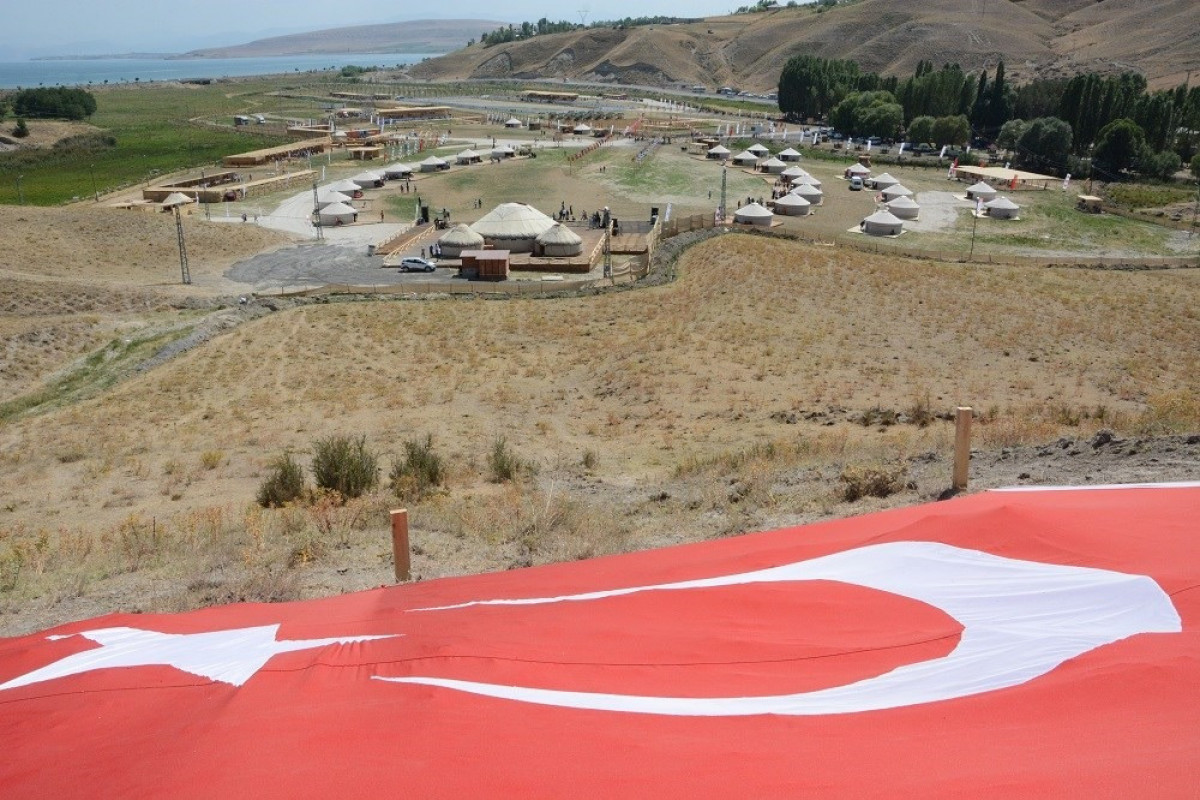 В Турции в рамках торжеств по случаю 950-летия победы при Малазгирте состоялось открытие шатра Азербайджана -ФОТО
