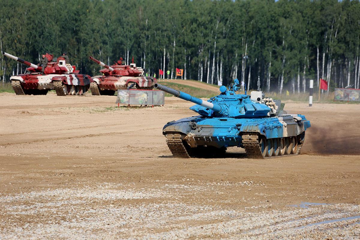 Азербайджанские военные приступили к первому заезду в конкурсе «Танковый биатлон»-ФОТО