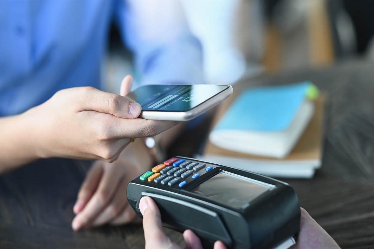 В Азербайджане объем безналичных платежей вырос на 61%