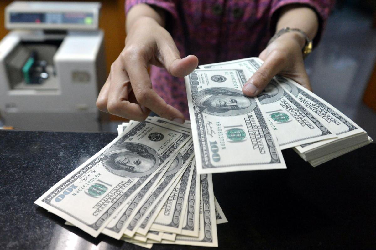 Bu il əhali arasında nağd dollar alışı satışı 22% üstələyib