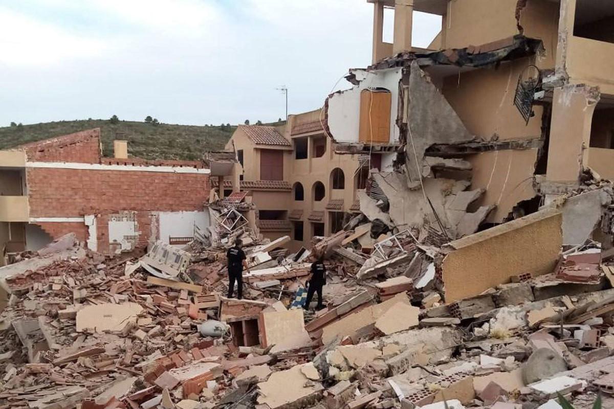 İspaniyada yaşayış binası çöküb, dağıntılar altında qalanlar var