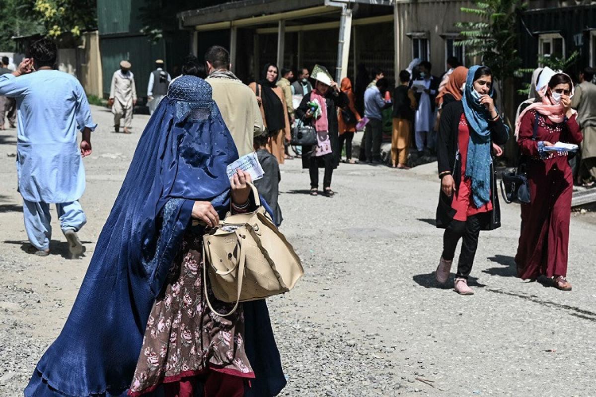 """""""Taliban"""" rəsmisi: """"Döyüşçülərimizə qadınlarla davranış qaydaları öyrədilməyib"""""""