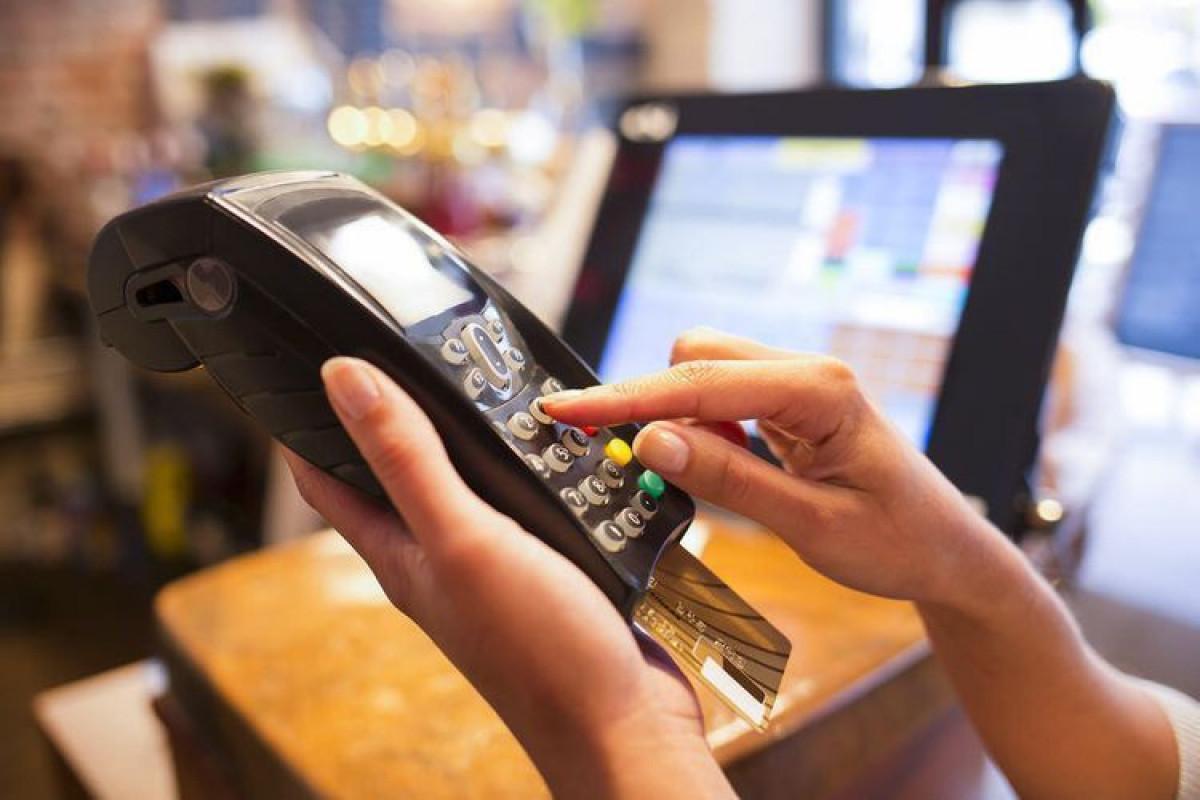 В июле в Азербайджане число POS-терминалов уменьшилось, а число банкоматов выросло