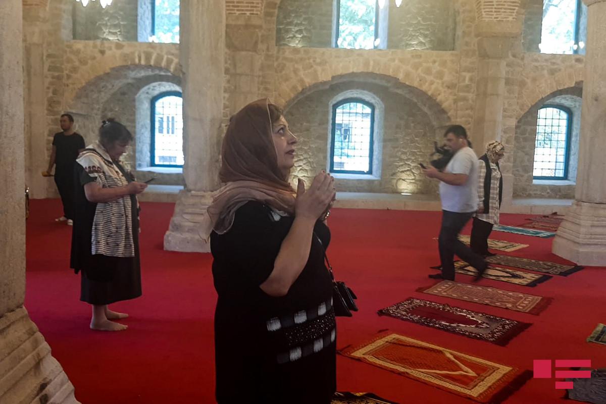 Şuşa sakinləri Yuxarı Gövhər Ağa məscidində