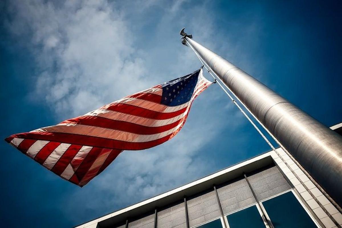 В посольстве США в Азербайджане будет приспущен флаг