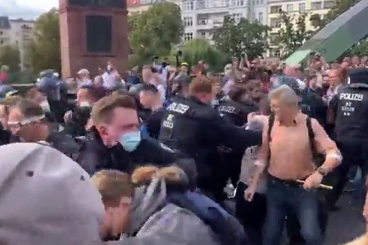 Berlində karantin məhdudiyyətlərinə qarşı aksiyada 78 etirazçı saxlanılıb, 4 polis yaralanıb