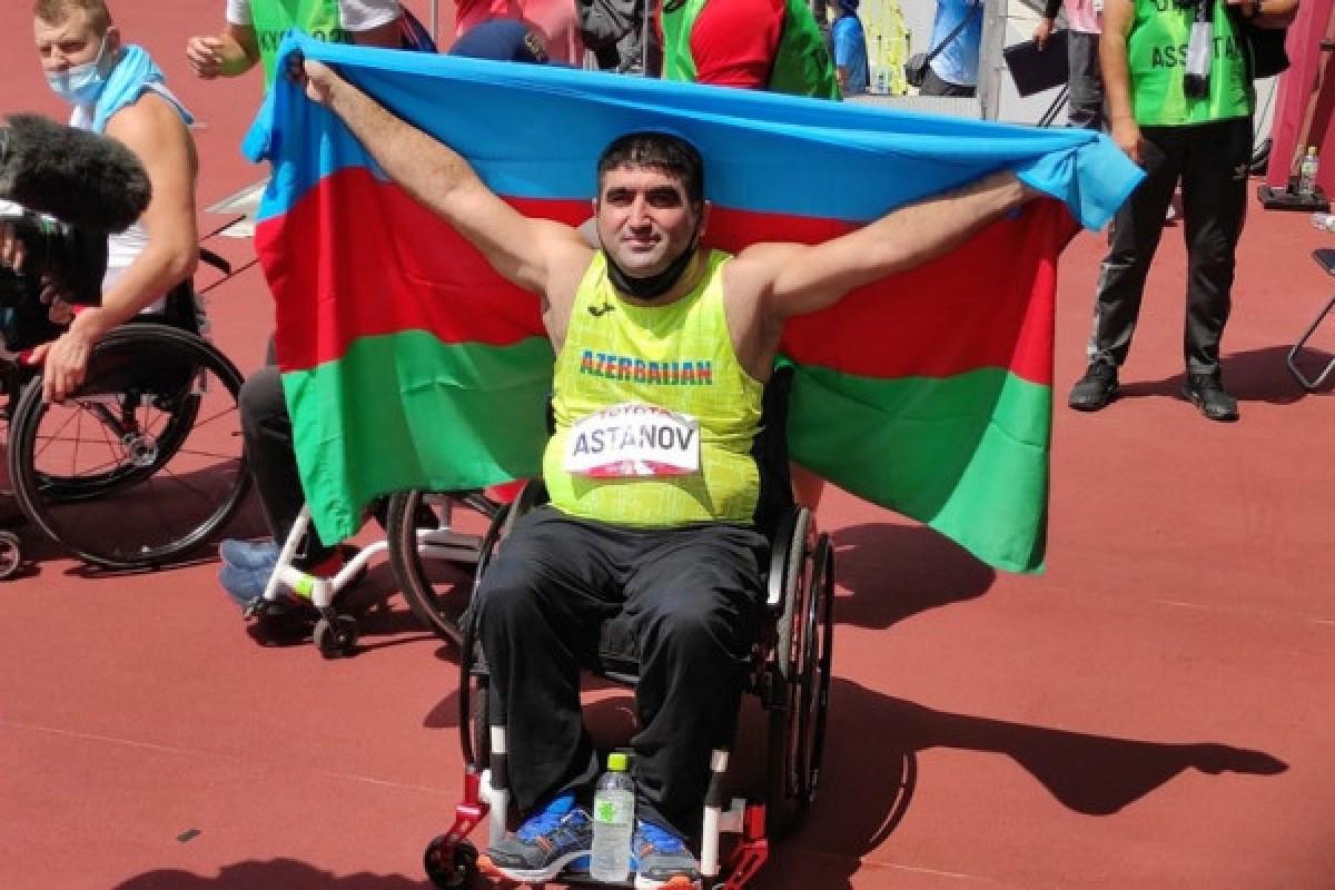 """Tokio-2020: Daha bir Azərbaycan paralimpiyaçısı qızıl medal qazanıb və dünya rekordu vurub - <span class=""""red_color"""">VİDEO"""