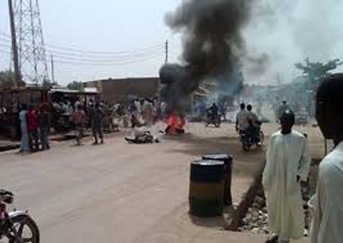 Nigerdə seçki günü MSK-ya məxsus maşın minaya düşüb, 7 nəfər ölüb