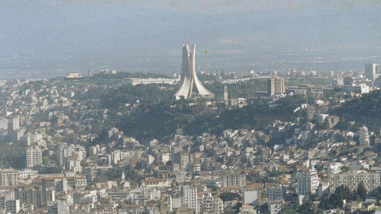 В Алжире 20 человек погибли в ДТП с джипом