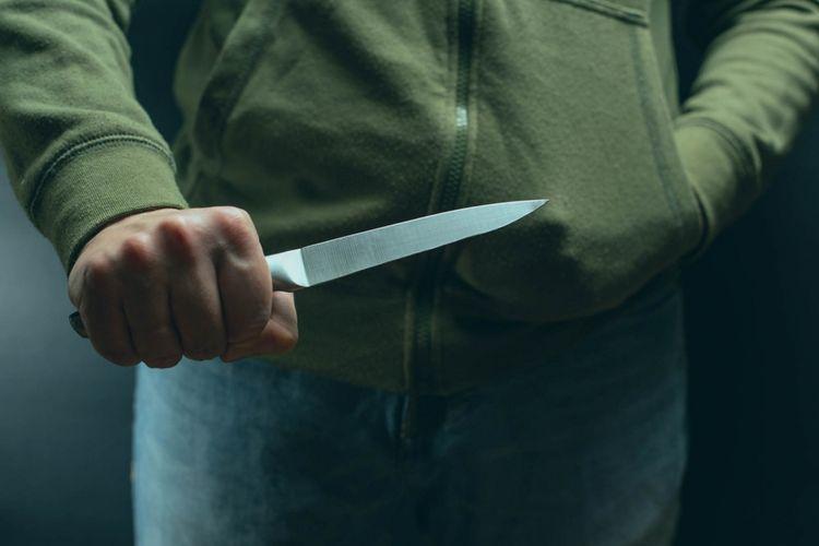 Şirvan sakini qeyri-rəsmi nikahda yaşadığı qadını bıçaqlayıb