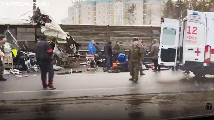 Rusiyada yük maşını hərbi avtobuslara çırpılıb, dörd hərbçi ölüb