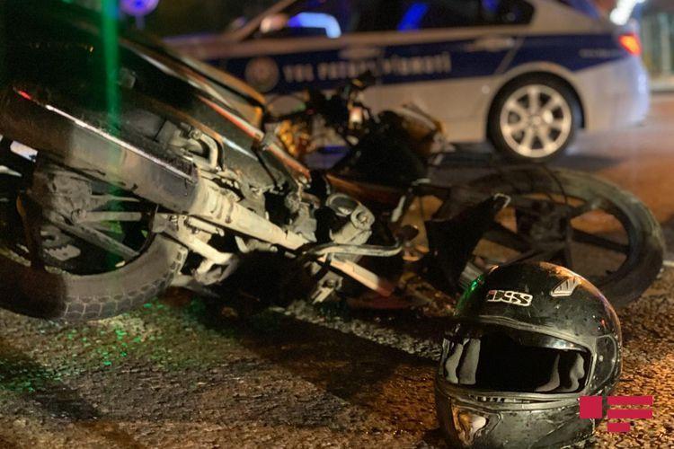 Bakıda iki motosikletçini avtomobil vurub