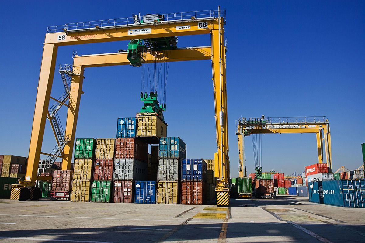 В этом году Азербайджан экспортировал продукции на 8 млрд долларов