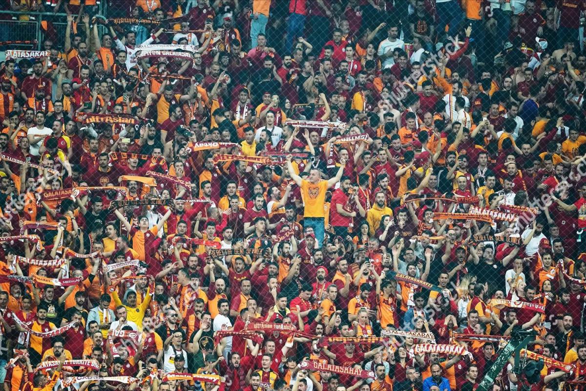 Türkiyədə oyunlara stadionun tutumunun 50 faizi qədər tamaşaçı buraxılacaq