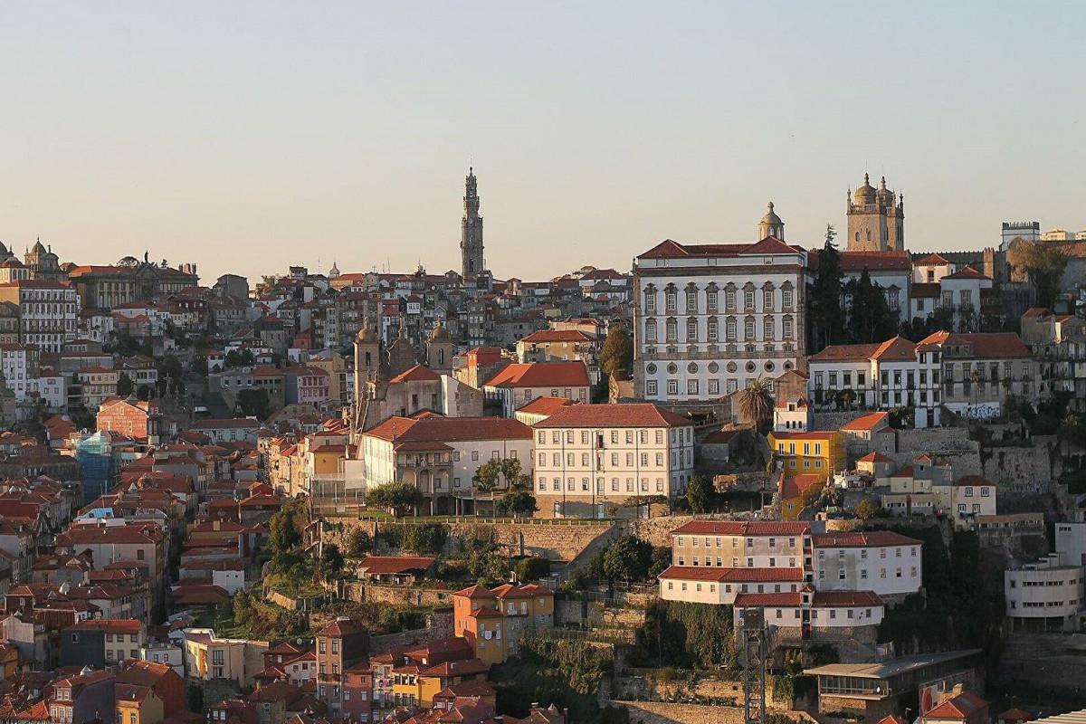В Португалии в ряде районов вводится комендантский час
