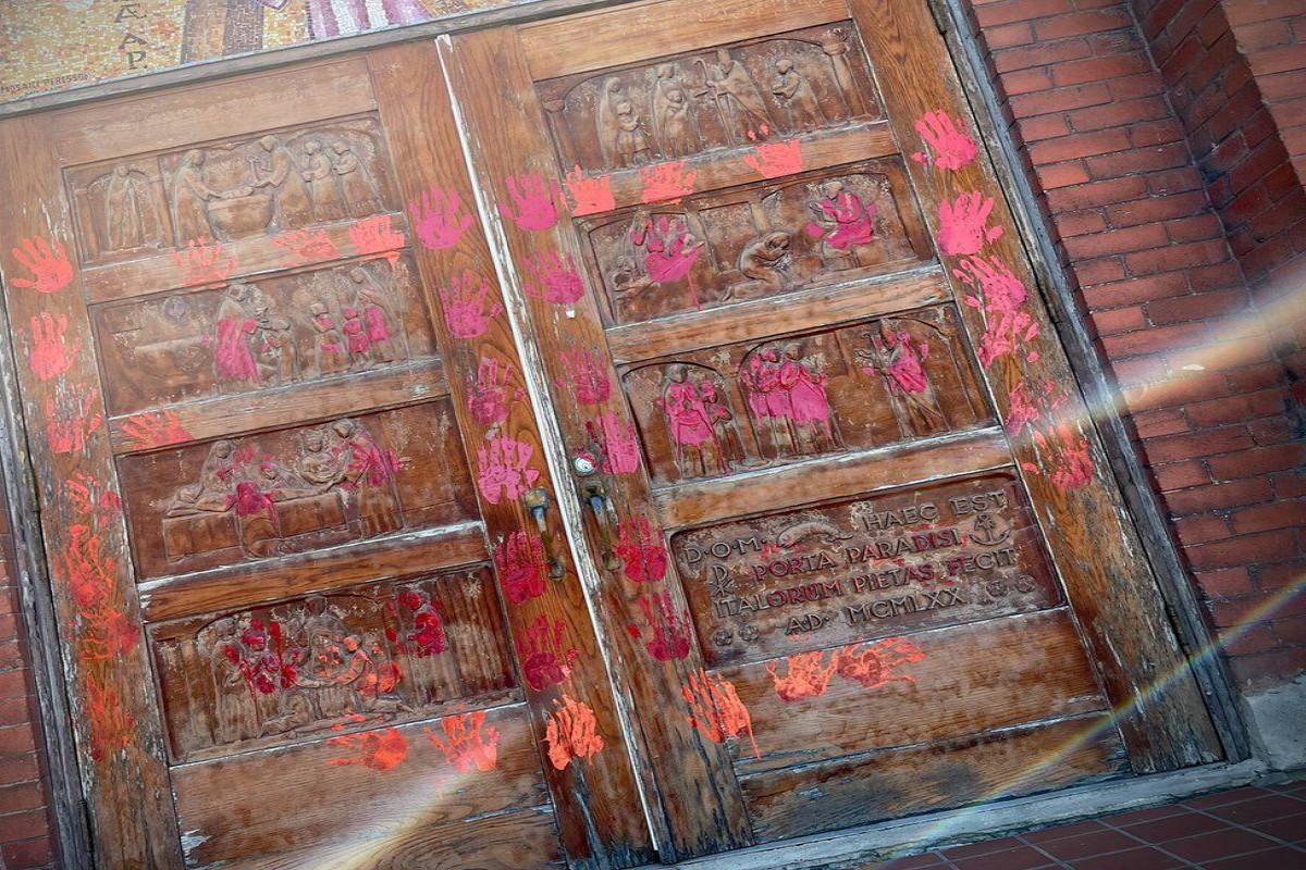 Ten churches vandalised in Alberta on Canada Day-VIDEO