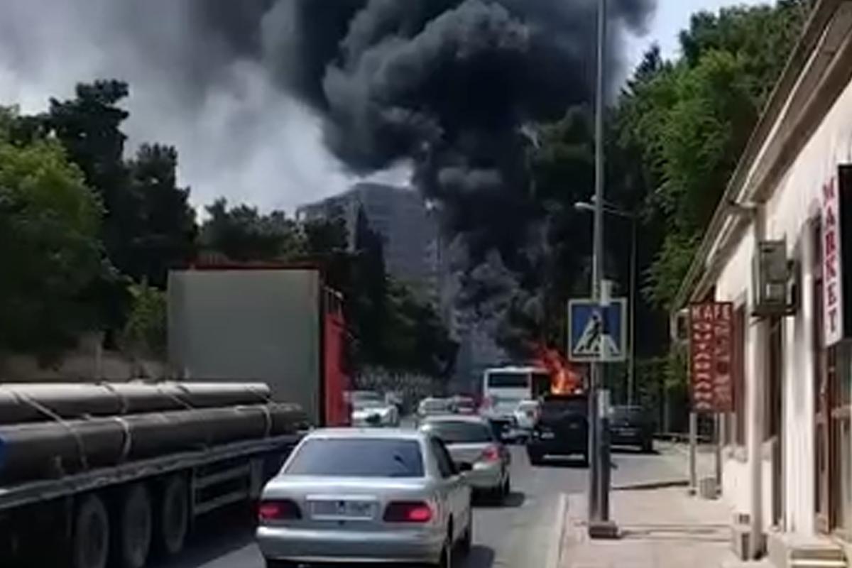 В Баку сгорел грузовик-ВИДЕО